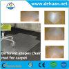 絨毯を敷いた床の長方形の椅子のマット