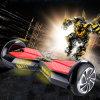 2つの車輪が付いている電気スクーターのバランスをとっている8インチの自己