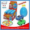 Giocattolo dell'uovo di sorpresa con i piccoli giocattoli e caramella di sorpresa all'interno