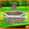 安く小さい古終了する石造りの庭の噴水