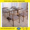 De eenvoudige Geplaatste Eettafel en de Stoelen van het Meubilair Solidwood