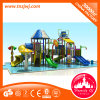 Семья скольжения спортивной площадки парка воды стеклоткани детства