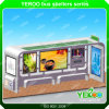 Mobilia pubblica che fa pubblicità alla pensilina con la casella chiara solare