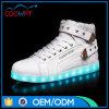 Los hombres al por mayor LED de los zapatos de baloncesto del corte LED del colmo se divierten el zapato de la zapatilla de deporte