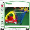 Carrello di acquisto del giocattolo dei bambini del supermercato con la sede del bambino