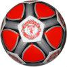 PVCサッカーボールをステッチする手