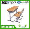Mesa e cadeiras ajustáveis de madeira do dobro da sala de aula para o quarto de estudo