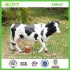 Statua poco costosa all'ingrosso della mucca della resina del giardino del basamento del bestiame (NF86177)