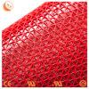 S-vormige Rode Badmat die voor Badkamers wordt geplaatst