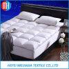 高品質のアヒルまたはガチョウの羽によって満たされるベッドのマットレス
