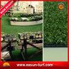 Het natuurlijke Kijken het Synthetische Gras van het Gras voor de Tuin van het Huis