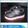 女性は方法様式LEDの白熱偶然靴をカスタマイズする