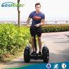 二重電池が付いている電気スクーターの電気自動車のバランスをとっている2つの車輪のスマートな自己