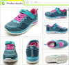 Les chaussures de chaussures occasionnelles de gosses folâtrent des chaussures
