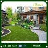 Hierba verde que ajardina artificial para el patio de los cabritos