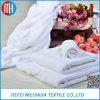 100%年の綿の白いホテルの浴室の床のマット50cm x 70cmのホテルによって使用されるタオル