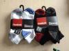 Vier Sport-Socken der Farben-Männer