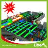 Dodgeball裁判所を持つ大人のための極度の大きいトランポリンの運動場公園