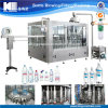 Agua potable de la botella del animal doméstico que hace la máquina