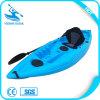 Un peschereccio della persona mini piccoli/canoa/kajak leggeri in mare aperto portatili