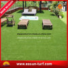 De groene Plastic Kunstmatige Mat van het Gras voor de Decoratie van de Tuin