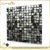 Mattonelle di mosaico madreperlacee dell'orlo nero