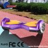 Hände geben Selbstbalancierendes Roller Hoverboard intelligente Vorstand-Miniauto frei