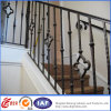 装飾的で美しい金属の階段の柵
