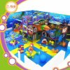 O infantário caçoa o equipamento interno do campo de jogos do multi jogo