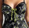 Reizvolle einteilige Dame-Badebekleidung