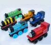 Carro de madeira do brinquedo das crianças