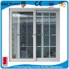 Esterno che fa scorrere finestra di alluminio con la griglia