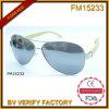 Armature en bois avec les lunettes de soleil polaroïd d'objectif (FM15233)