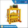 機械を作るコンクリートブロック型の空のブロック