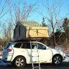キャンプのための方法車の上のテント