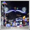 Festa del LED bella attraverso l'indicatore luminoso della decorazione del regalo di natale della via