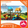 Família plástica da corrediça dos miúdos do jogo ao ar livre do campo de jogos da infância