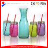 Vasi di muratore di vetro della bevanda ghiacciata calda con paglia