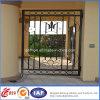 Pequeña puerta de jardín del hierro labrado