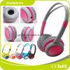 Auricular estéreo rosado de la música conveniente para los niños