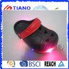 Moda zapatos al por mayor luminosos Niños Zuecos (TNK40080)