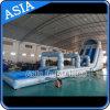 大人のためのプールが付いている巨大で膨脹可能な水スライド