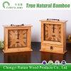 Le bambou vert créateur ouvre l'horloge d'alarme en bambou