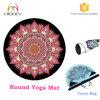 El sudor absorbe la nueva estera redonda orgánica de la yoga con el bolso que lleva