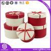 Rectángulo de papel rígido que empaqueta alrededor del rectángulo de regalo