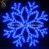 Weihnachtsbaum verziert Weihnachtsdekoration-Schneeflocke-Leuchten