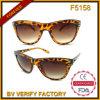 Образец дешевых модных солнечных очков свободно (F5158)