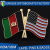 カスタマイズされたロゴの金属のバッジの形のフラグはエナメルのバッジの各国用の折りえりピンをピンで止める