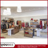 Dame-Kleid-Einzelhandelsgeschäft-Möbel