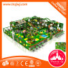 Castelo impertinente da ginástica plástica interna do campo de jogos da selva